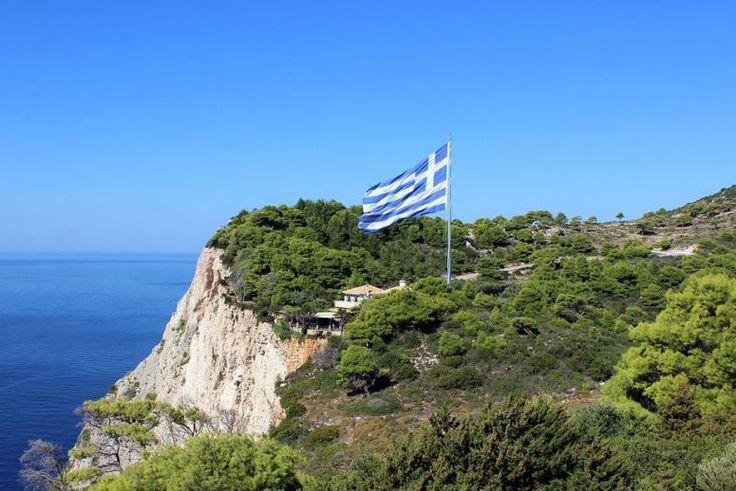 KERI  Dedinka na juhozápadnom pobreží ostrova. Známa je morskými pobrežnými jaskyňami a majákom, predstavuje raj pre potápačov. V Keri sa tiež nachádza jedna z najväčších vlajok v Európe. Táto vlajka Grécka je zapísaná aj v Guinessovej knihe rekordov. Z celého Zakynthosu je práve Keri miesto, kde je možné pozorovať najkrajší západ slnka.