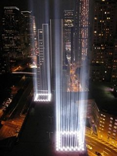 ニューヨークのグラウンドゼロは多くの人が訪れる観光地へと生まれ変わった。
