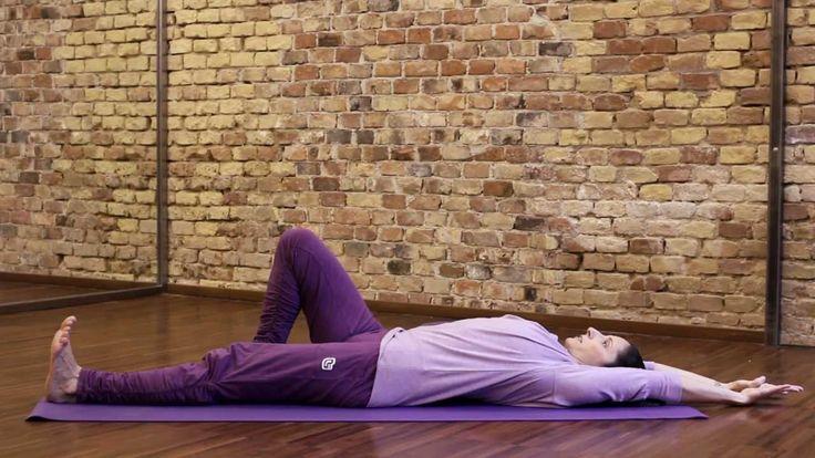 Könnyű, átmozgató gerinctorna ébredés utánra. Segít a gerinc kisízületeit bejáratni, megszünetetni a reggeli gerincmerevséget és -fájdalmakat. Egészségetekre!