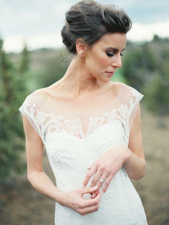 elegant and impossibly chic wedding gown. #chic #weddingdress  http://www.weddingchicks.com/2013/11/11/elegant-bridal-looks/