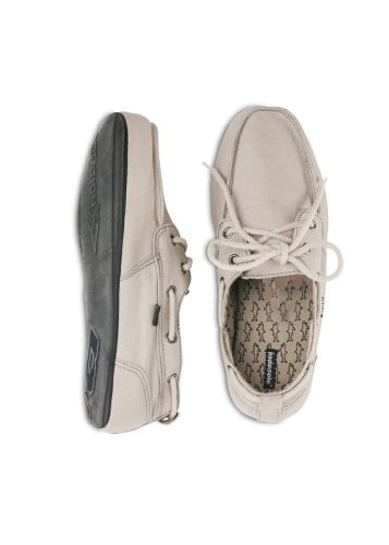 Stylish shoes with soles made from recycled tyres. For 2 pairs sold, a tyre is saved from landfill.   Stitched in an ethical workshop using organic canvas.
