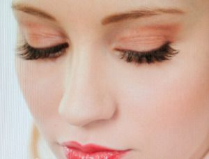 If someone says beautiful eyes, then the first thing pops up in my mind is lengthy eyelashes. However, there are women who are born with beautiful long lashes and big and gorgeous eyes.