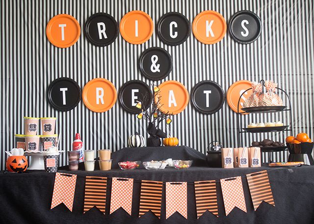 """How to Throw A """"Tricks and Treats"""" Halloween Party with easy treat ideas and cheap decoration ideas"""