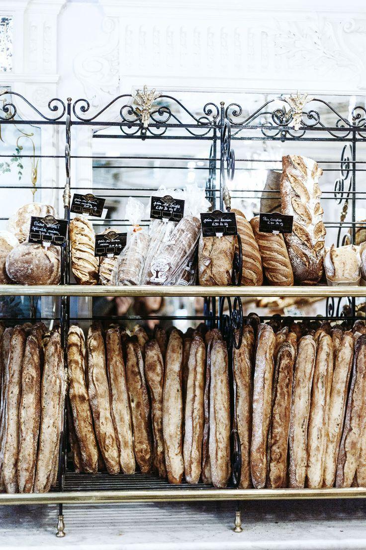 La typique baguette de pain française. #baguette #France #pain