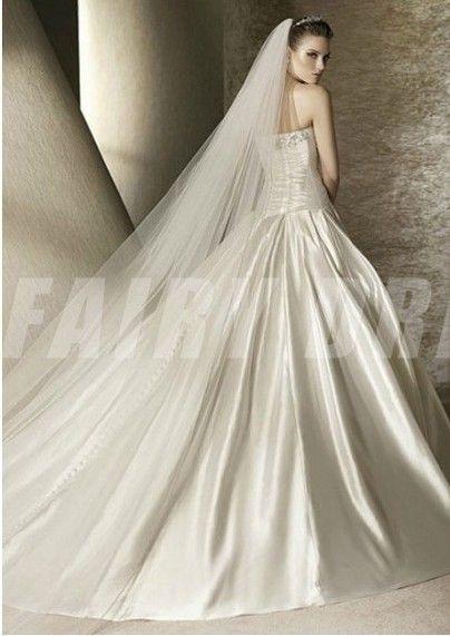 Robe de mariée en taffetas ruchée sans bretelle avec fleur