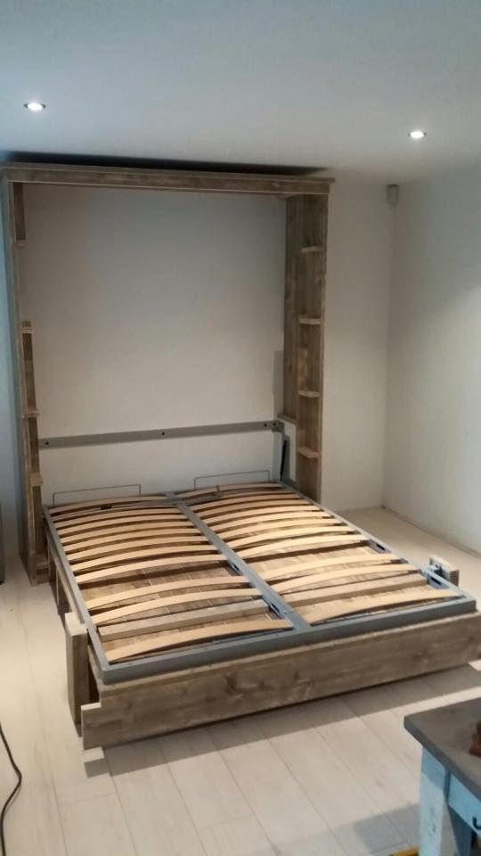 Steigerhout: Bed voor op een werkkamer, opklappen en het is een kast