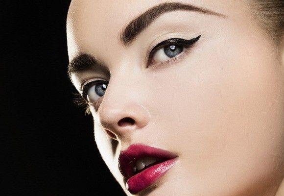 Come mettere l'eyeliner senza errori: i consigli da seguire
