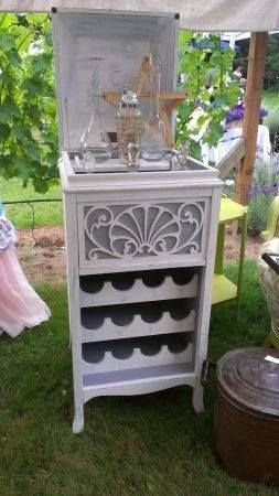 9 best repurposed phonograph images on pinterest for Decoration armoire salon