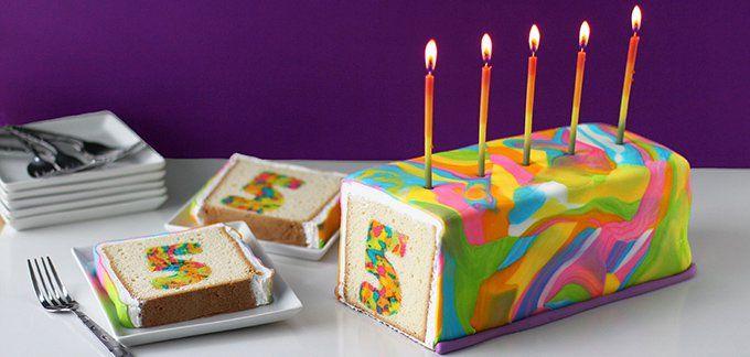 Gâteau avec l'âge de l'enfant à l'intérieur