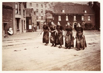 Five Female Fish Gutters Whitby North Yorkshire C 1905 Frank Meadow Sutcliffe Old Photos Whitby