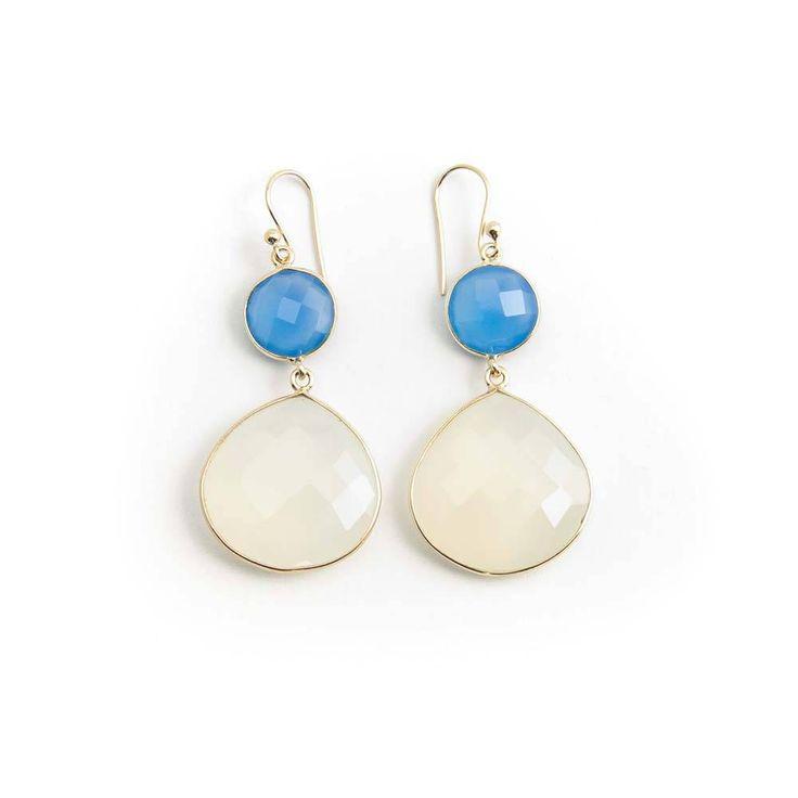 De Vogue Oorbellen in blauw en ivoor kleurige chalcedoon gezet in verguld zilver