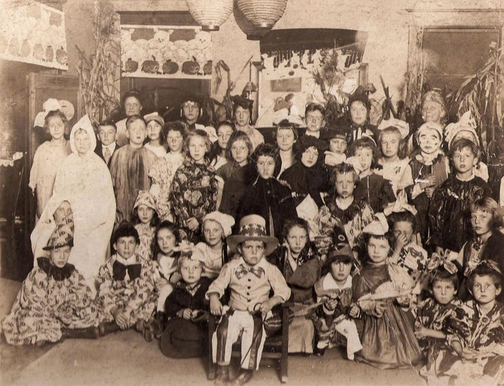 Shorpy Historic Picture Archive :: Victorian Halloween high ...