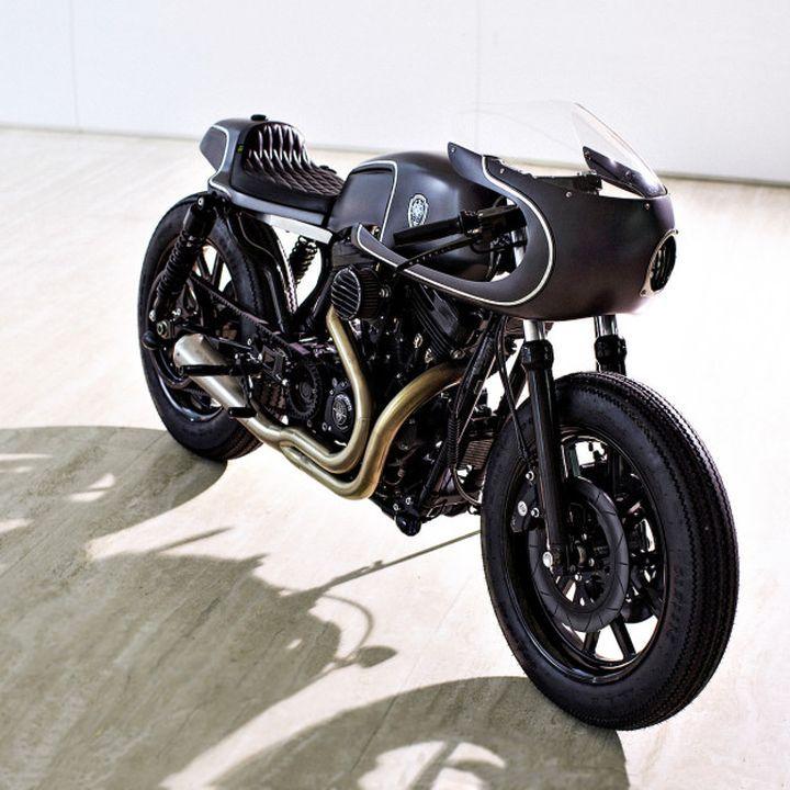 Awesome! Pedazo moto la Harley-Davidson Sportster Cafe Racer de Rough Crafts. Minimalista y elegante.http://www.caferacerpasion.com/harley-davidson-sportster-cafe-racer-rough-crafts/