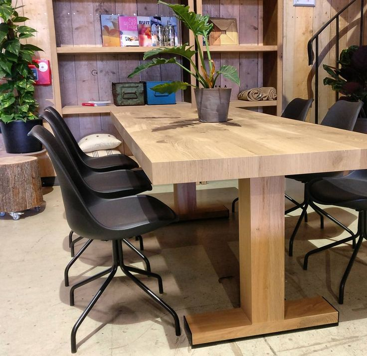 17 beste idee n over stoelen voor de eettafel op pinterest keukenstoelen eetkamerstoelen en - Idee deco eettafel ...
