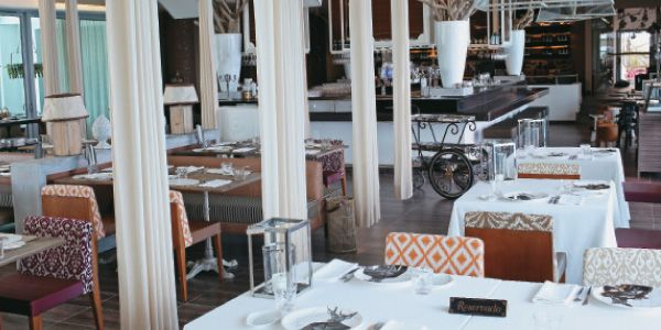 Si siempre ha querido probar un plato digno de estrellas Michelín, el nuevo restaurante Erre, del chef Ramón Freixa, en el hotel Las Américas de Cartagena, es un destino obligado.