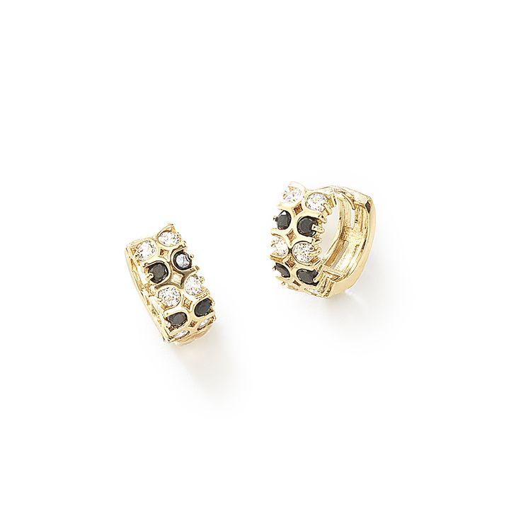 Arracadas pequeñas con piedras de cristal brillantes y diamonice engarzadas en todo el cuerpo del arete. Elaboradas en 4 baños de oro de 18 Kl.