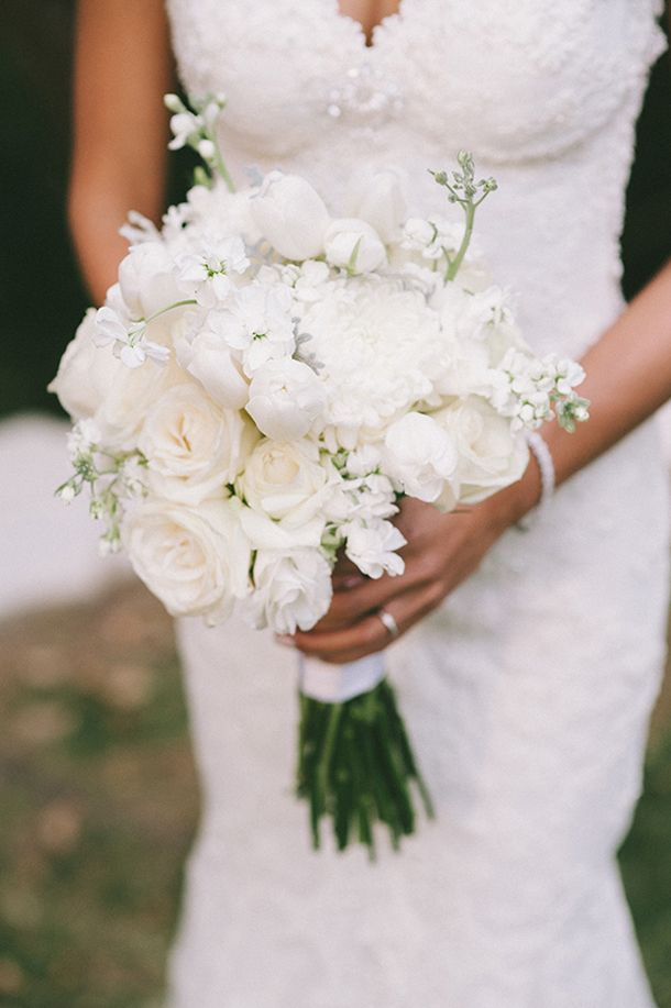 Chic White Bouquet & Galia Lahav Gown | SouthBound Bride | http://www.southboundbride.com/chic-vineyard-wedding-by-dna-photographers-ana-dylan | Credit: DNA Photographers