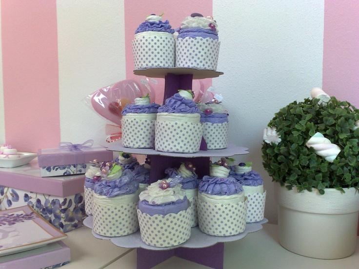 alzatina in cartoncino e cupcakes porta confetti! adorabili!