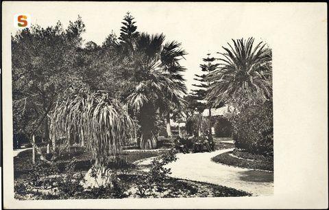 Cagliari, i giardini della stazione ferroviaria