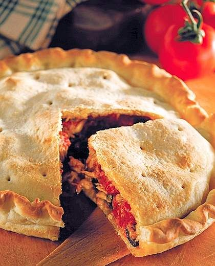PITTA CHICCHIULATA (Calabria) is a kind of pizza stuffed with tona, tomatoes and olives