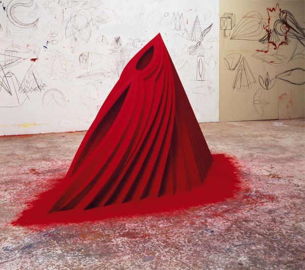 Anish Kapoor, Mother as Mountain, 1985, wood,gesso, pigmets, 140x275x105 cm