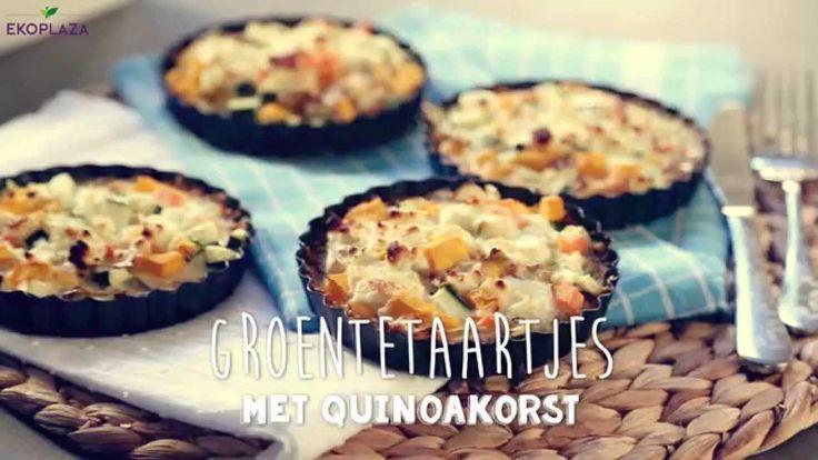 #Varieren kun je leren! Zelfs met #QUINOA Ik maak deze #Groentetaartjes met #quinoakorst #recept @JennifedeJong #pompoen #courgette #klaar in een #knapperig  Dit moet je zeker eens proberen!  #Ingrediënten 250 g quinoa 120 g (kokos)olie 1 tl zout 1 tl bakpoeder 90 ml water Vulling: 2 eieren 200 ml sojaroom zout en peper 1 pompoen 1 courgette 1 wortel 1 witlof 100 g feta  https://www.youtube.com/watch?v=Wc81eSY2UPI   #foodvideo @sandrapilkes @foodandmedia.nl