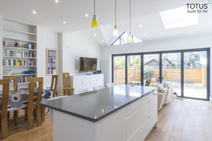Extension in Sheen, SW14 : Modern kitchen by TOTUS