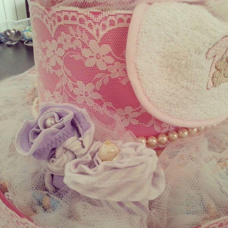 torta Genova Italia dettaglio torta principessa costumino a fiore con perla al centro tulle pizzo e perle