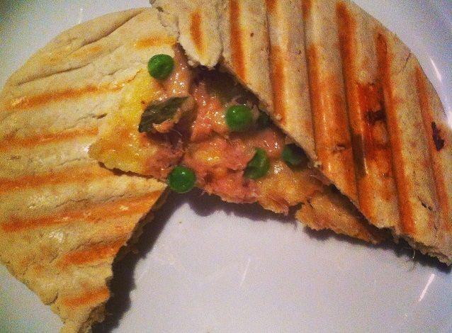 Zo simpel en lekker dit pita tuna melt recept en binnen twintig minuten op tafel, ideaal voor een snelle lunch of een licht en simpel diner.