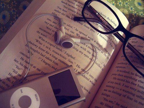 Música Y Un Buen Libro... El Mejor Escape De La Realidad:)