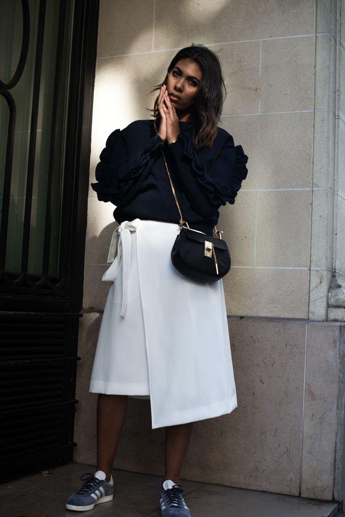 theadorabletwo_stylebop_victoria_beckham_sweater_blue_blau_pullover_reserved_roc_weiss_adidas_gazelle_sneaker_blau_chloe_drew_bag_schwarz
