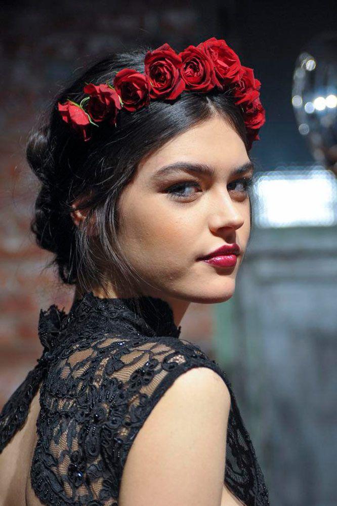 Estilo real: las coronas que te convertirán en la reina más chic  http://www.glamour.mx/moda/articulos/coronas-florales-joyas-accesorios-cabello/1550