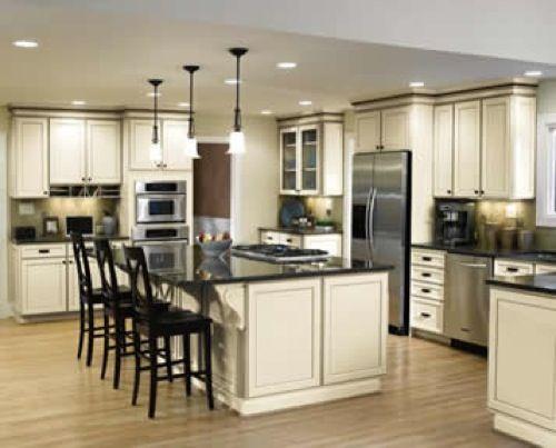 Beautiful #kitchen: Kitchens Design, Dreams Kitchens, Kitchens Ideas, Kitchens Islands, Kitchens Layout, Toast Antiques, Kitchens Cabinets, Aristokraft Cabinetri, White Cabinets