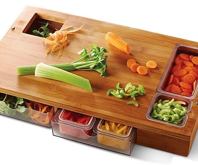 Prepare your meals with the same efficiency and grace as the professionals by using the sous chef prep station. It's designed by top rated chefs for maximum utility - providing a bamboo cutting board fitted with removable containers for storing all your ingredients.