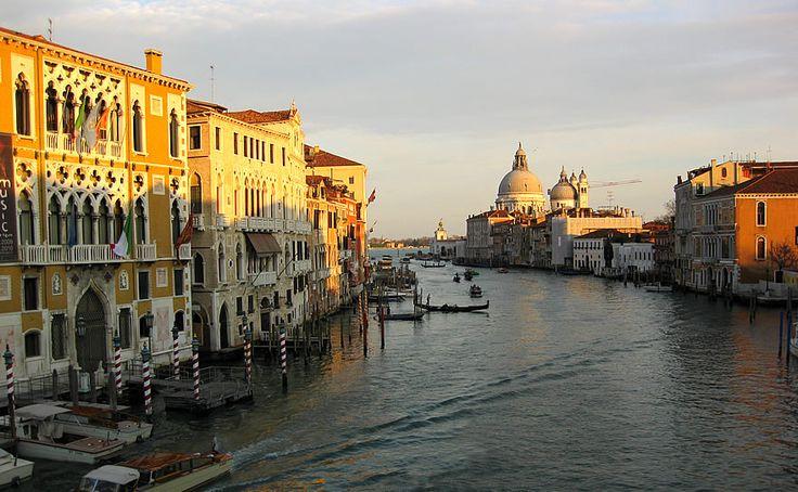 """A110 Km #Venezia, """"la Serenissima"""" perla dell'Adriatico, tutelata dall'UNESCO quale patrimonio dell'umanità, è considerata la più bella città del mondo, grazie alla sua unicità urbanistica, al suo inestimabile patrimonio artistico e culturale, vanta assieme a Roma il più alto flusso Turistico da tutto il mondo."""