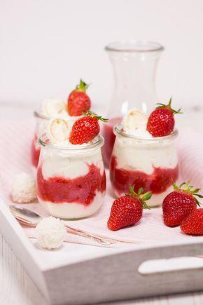 Rezept für einen Erdbeer-Raffaello-Traum. Ein leckeres frühlingshaftes Dessert mit Erdbeeren und einen feinen Raffaello-Creme.