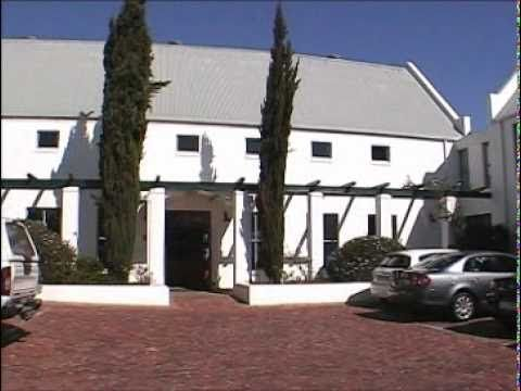 Hotel accommodation conveniently close to many golf courses in the Cape Winelands! #StellenboschLodge