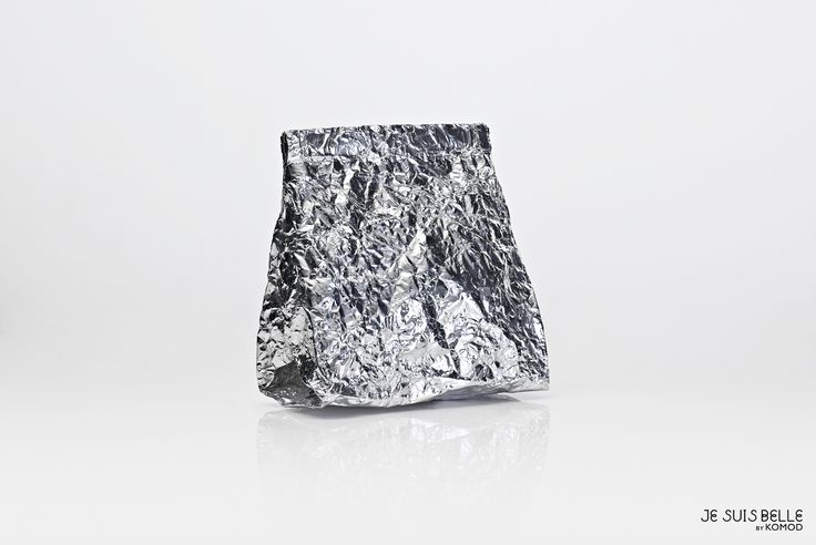 JE SUIS BELLE by KOMOD Bag collection  - COSMETIC BAG - silver, aluminium, prism - Photo: Máté Balázs