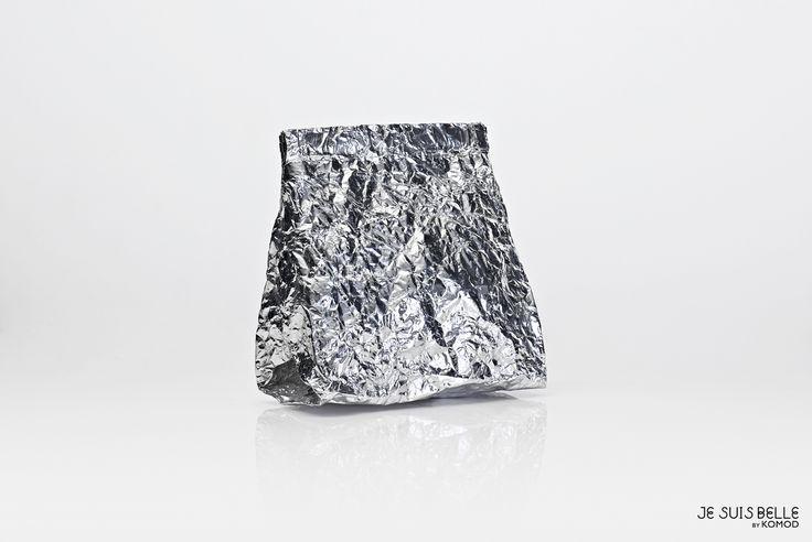 JE SUIS BELLE by KOMOD Bag collection  - COSMETIC BAG - silver, aluminium, prism - Photo: Máté Balázs