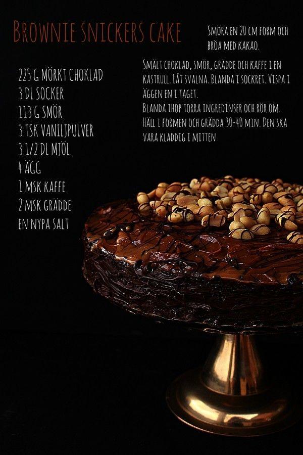 Ni kanske såg igår på min instagram att jag hade bakat en Snickers tårta.  Ensaftig browniebotten med dulce de leche, jordnötter och mörkt choklad. Den har en kombination av sött och salt, vilket passar väldigt bra eftersomde saltade jordnötterna balanserar upp den söta kolakrämen. Ugnen ska stå på 175 grader  Browniebottnenvar lagom [...]
