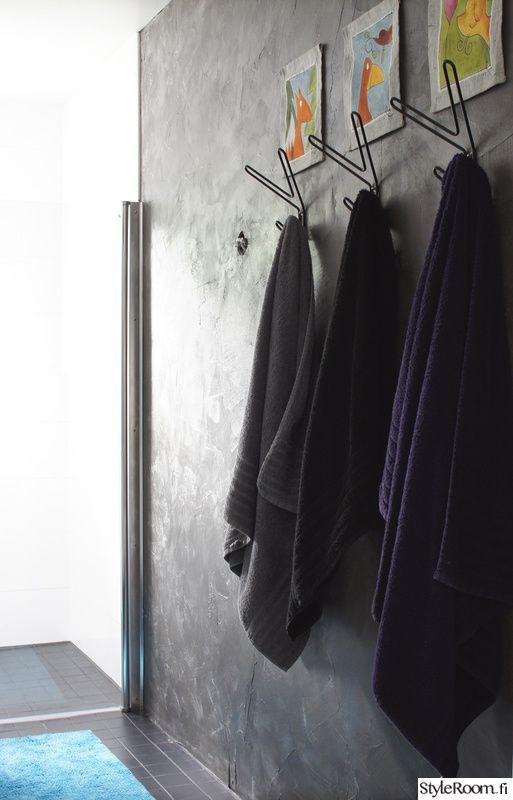 kylpyhuone,remontti,tumma seinä,kylpyhuoneen sisustus