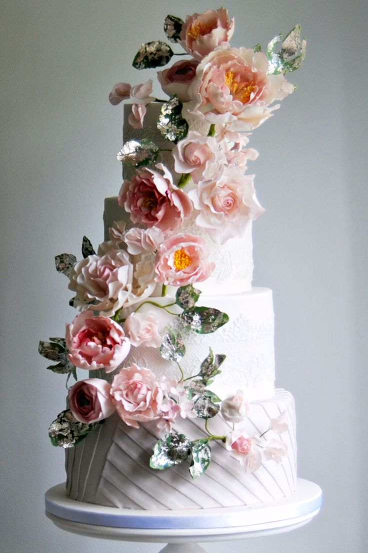 Как выкладывать каскадом цветы на торт, букет пестик
