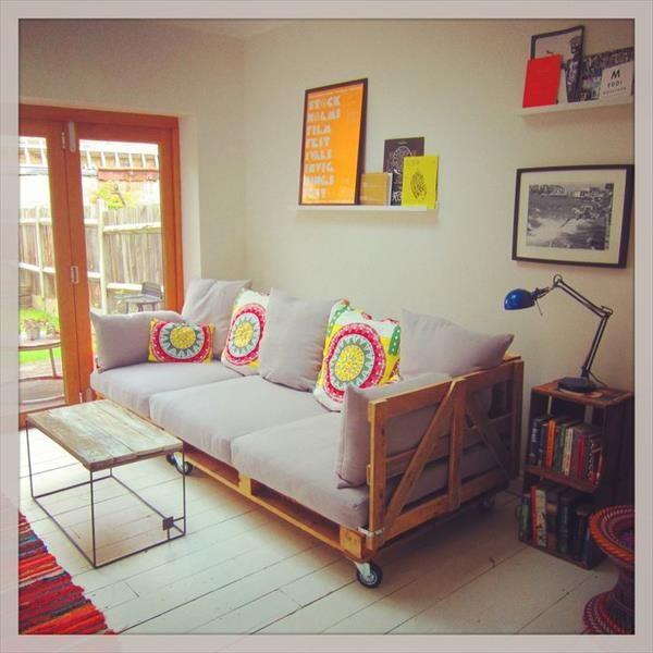 diy sofas pallets - Pesquisa Google                                                                                                                                                                                 More