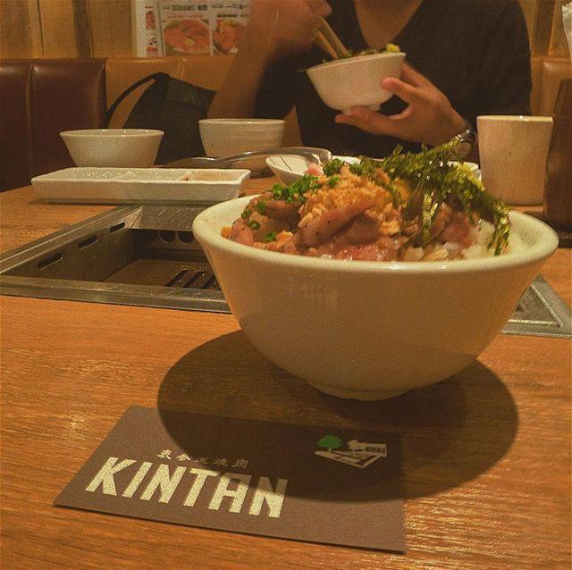 . .  言わずと知れた、「金舌 白金」の姉妹店 #表参道焼肉KINTAN そんな高級お肉のお店が、ランチでは1000円のお得セットを提供しているとのこと🙊💕 その効果か、昼は大学が近い青学生で賑わいます🤗 写真は一番のおきにいり、期間限定の #炙りユッケ丼 です🐃✨ . .  #KINTAN #焼肉KINTAN #肉 #meat #beef #wagyu #焼肉 #yakiniku #肉好き  #フォトジェ肉  #ユッケ #炙りユッケ #ユッケ丼 #贅沢ランチ #表参道ランチ  #instafood #instameat  #japanesefood  #photogenic  #グルメ女子  #表参道 #渋谷  #shibuya  #0910 #sunday #tagpic #タグピク #🐬