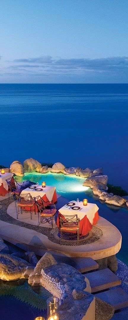 Dining in style, poolside.
