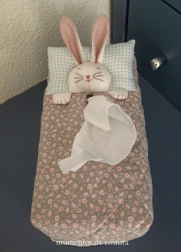 ... cuenta la leyenda que, el conejo sale cada Domingo de Pascua a dejar huevos de colores en todas las casas para recordar al mundo que J...