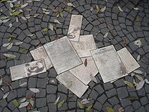 Die Flugblätter erinnern an die Widerstandsgruppe Weiße Rose um Hans und Sophie Scholl
