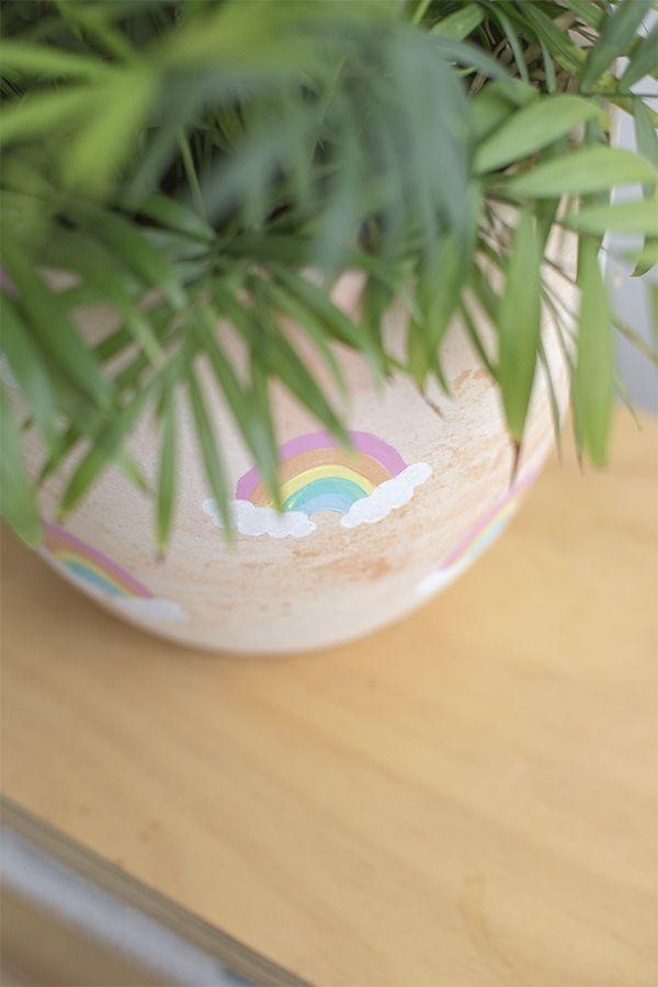 DIY macetero de arco iris para niños