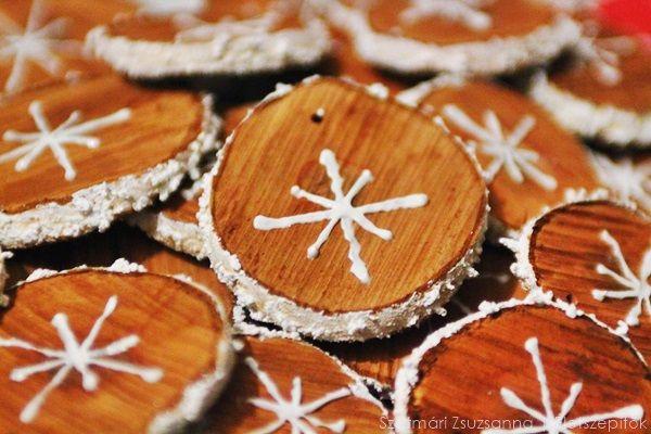 Természetesen szép: fakorongokból kreált karácsonyi díszek | Életszépítők