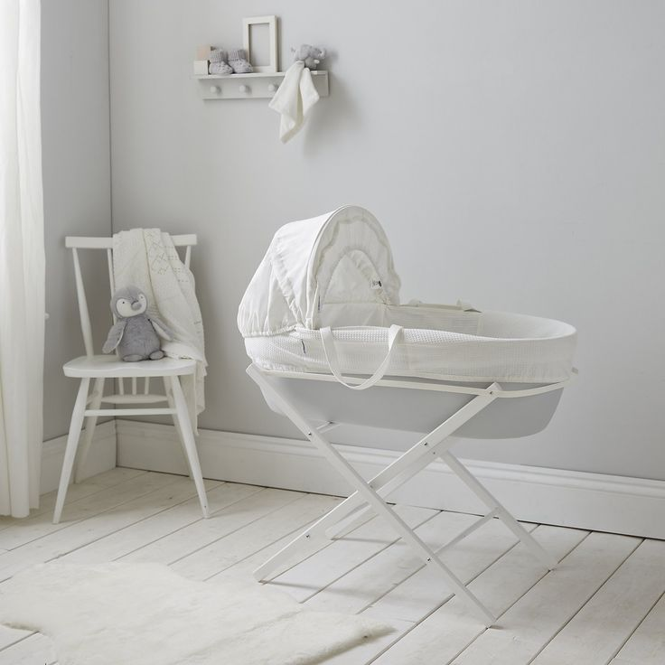 ** CURRENTLY 15% OFF & FREE DELIVERY. CLICK BELOW AND ENTER CODE B502W ON CHECKOUT **   This modern take on a Moses basket from The White Company has a few features that make it a cut above the average. The airflow hypoallergenic mattress is touted as helping babies to sleep (this isn't exactly easy to confirm, but our test baby slept as well in it as they did their own), and the deep padding provides a lovely cosy nest for them to snuggle into.  The other thing that sets it apart is that…
